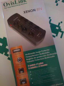 Detalle del embalaje de la regleta de protección OvisLink XENON8TV.