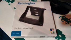 Embalaje que contiene el atril para portátiles Kensington Easy Rider.