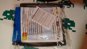 Al abrir la caja se encuentra el atril en el interior de una bolsa plástica sellada, junto con las instrucciones que contienen la plantilla EasyFit.